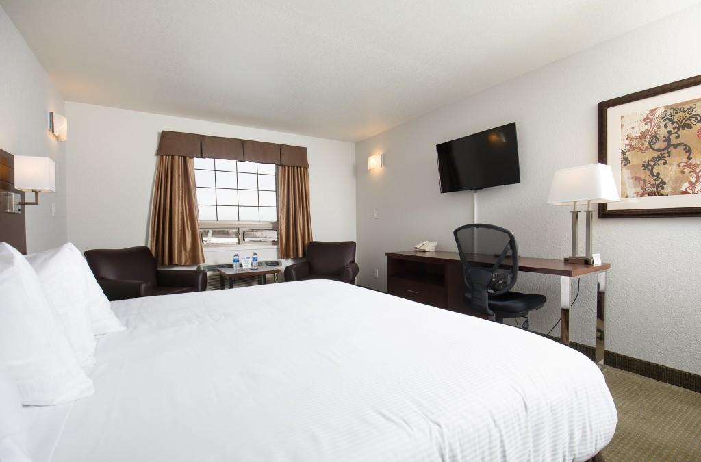 Standard 1 Queen Room